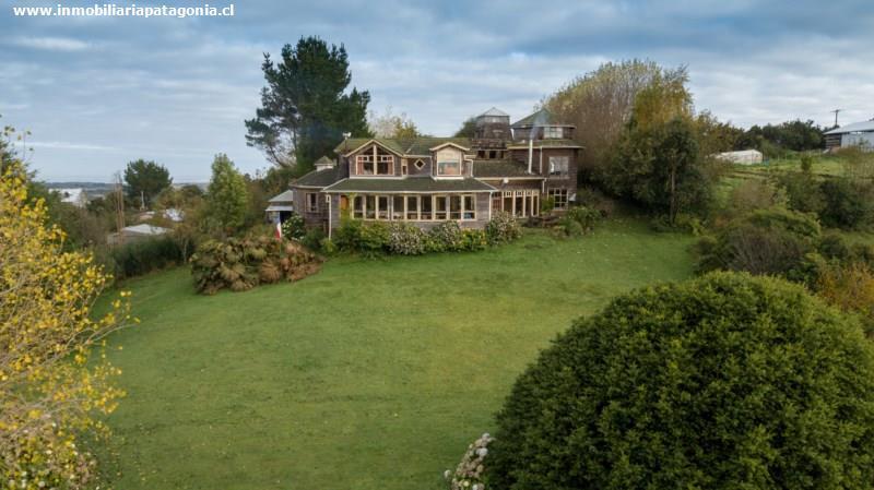 Preciosa casa con jardines